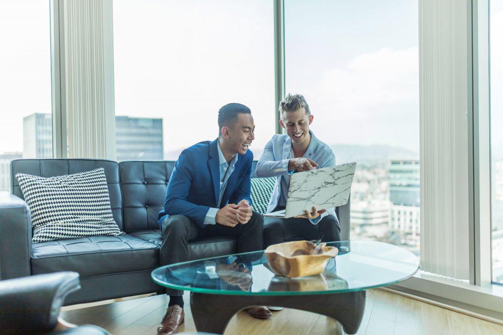 Choosing the right stock broker